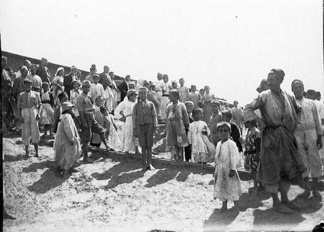 أرمن فروا من مذابح تركيا عقب وصولهم لمصر