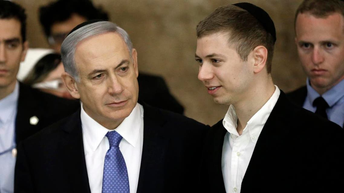 Israeli Prime Minister Benjamin Netanyahu (L) and his son Yair in Jerusalem, on March 18, 2015. (File photo: AFP)