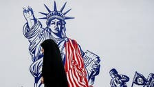 ایران نے سابق امریکی سفارت خانے کی دیواروں کو معاندانہ تصاویر سے بھر دیا