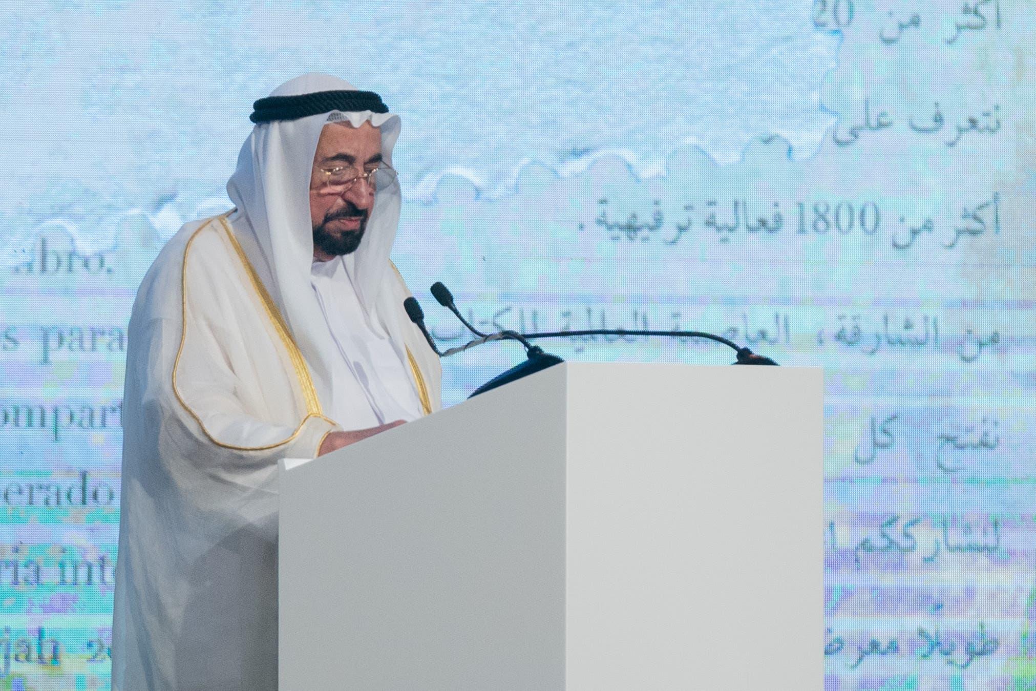 الشيخ سلطان القاسمي حاكم الشارقة خلال افتتاح معرض الشارقة للكتاب