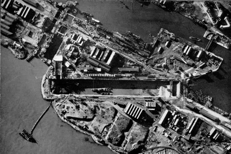 صورة لحوض السفن نورماندي بميناء سانت نزير