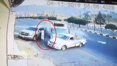 شاهد كيف نجا سعودي من حادث مروري مروع