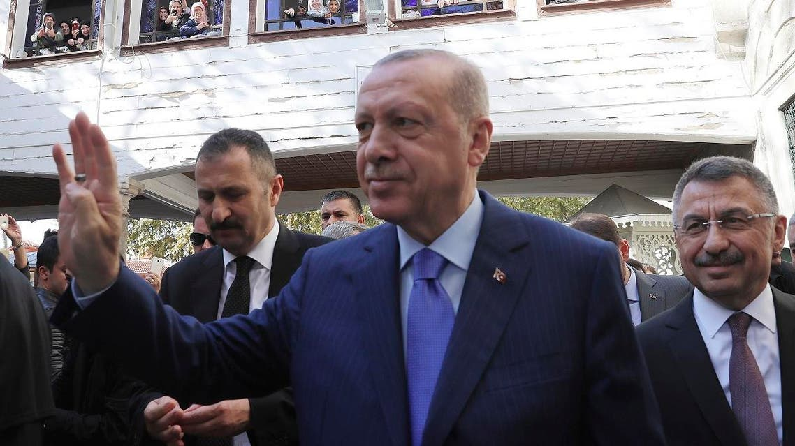 Turkish President Recep Tayyip Erdogan salutes supporters after Friday prayers, in Istanbul, November 8, 2019. (AP)