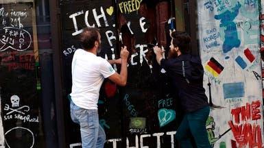 في ذكرى سقوطه...نسخة فرنسية لجدار برلين من الشوكولاتة