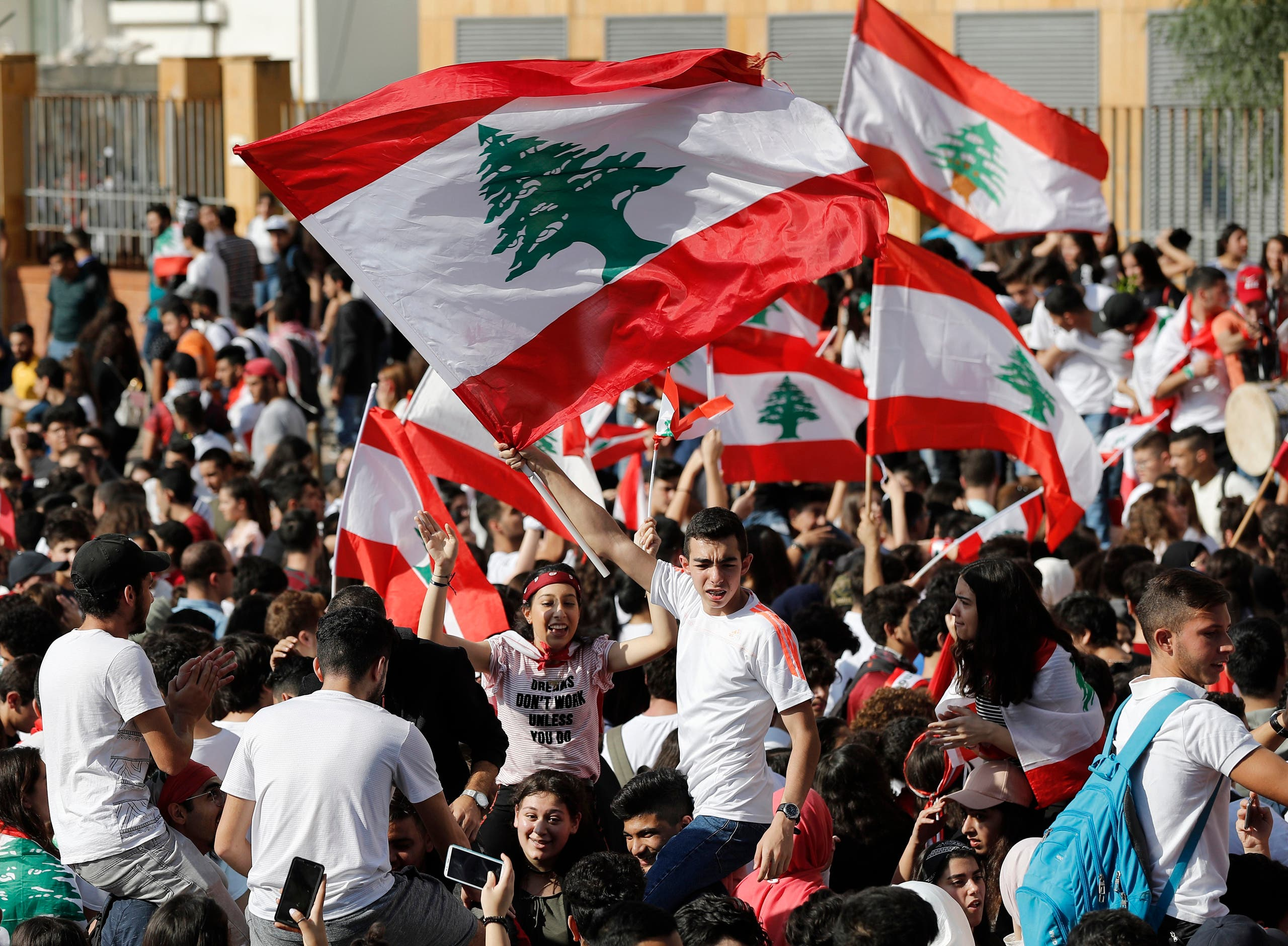 Student protesters wave their national flags as they protest against the government in front of the education ministry in Beirut, Lebanon, Friday, Nov. 8, 2019. (File photo: AP)
