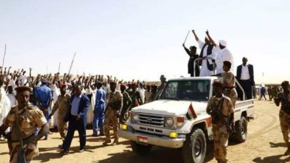البرهان أثناء حضور اجتماع صلح بين قبيلتين