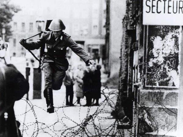 دبابة وبهلوان.. هكذا اجتاز ألمان جدار برلين طلبا للحرية
