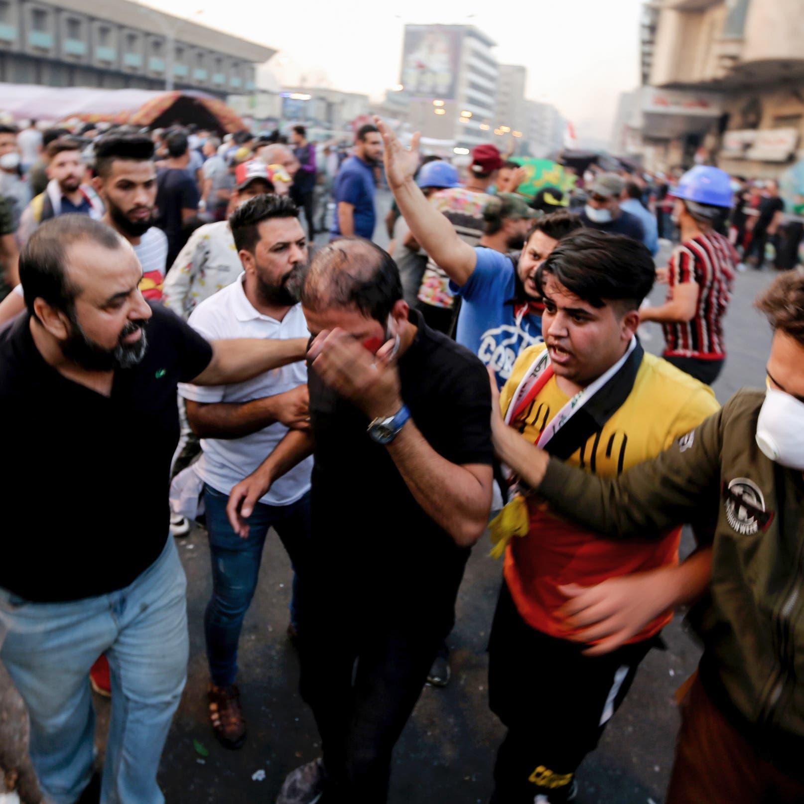 محتجو العراق يعودون لساحة التحرير وآخرون يقطعون طرق البصرة