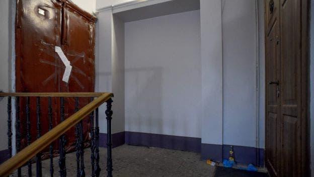 شقة المؤرخ حيث عُثر على جثة شريكته مقطعة