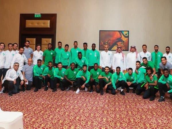 رئيس هيئة الرياضة يجتمع بلاعبي المنتخب السعودي قبل المغادرة إلى أوزباكستان