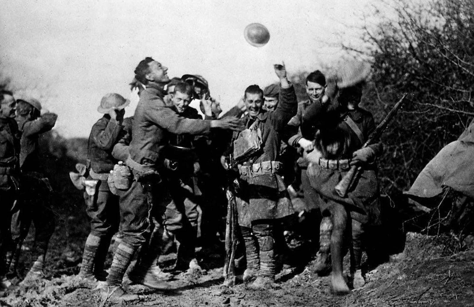 جنود سعداء بنهاية الحرب العالمية الأولى