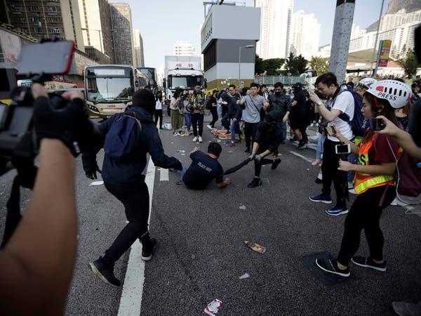 شرطة هونغ كونغ تطلق النار على محتجين وتجرح شخصاً