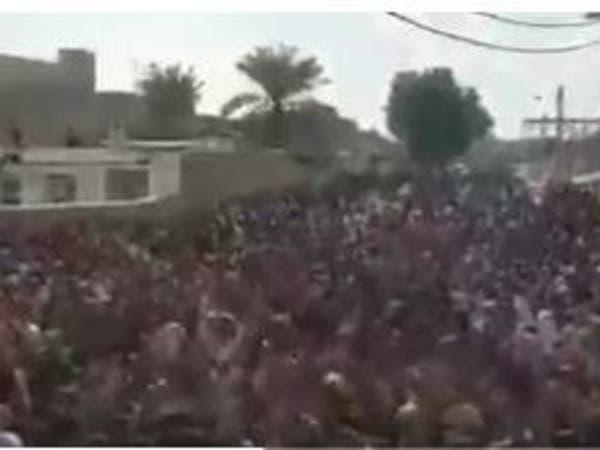 تظاهرات حاشدة بالأهواز بعد وفاة غامضة لشاعر ودفنه بسرية