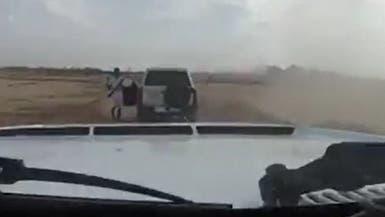 التحقيق مع مشهر السلاح بوجه متسابق رالي العلا بالسعودية