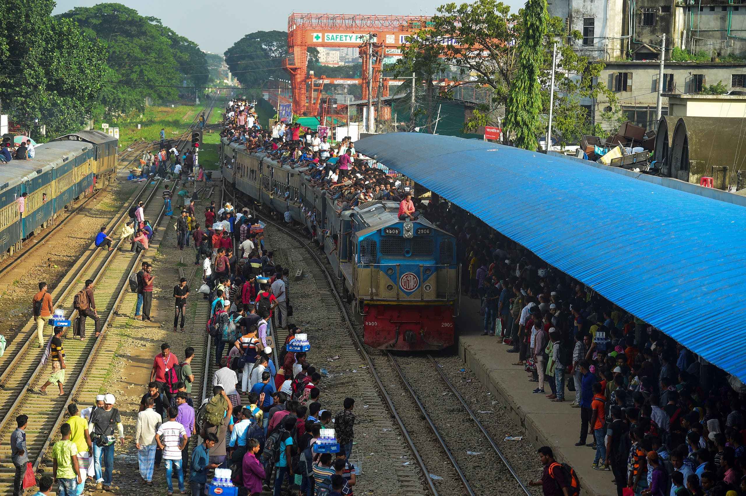 People cram onto a train to travel back home in Dhaka on August 9, 2019. (AFP)