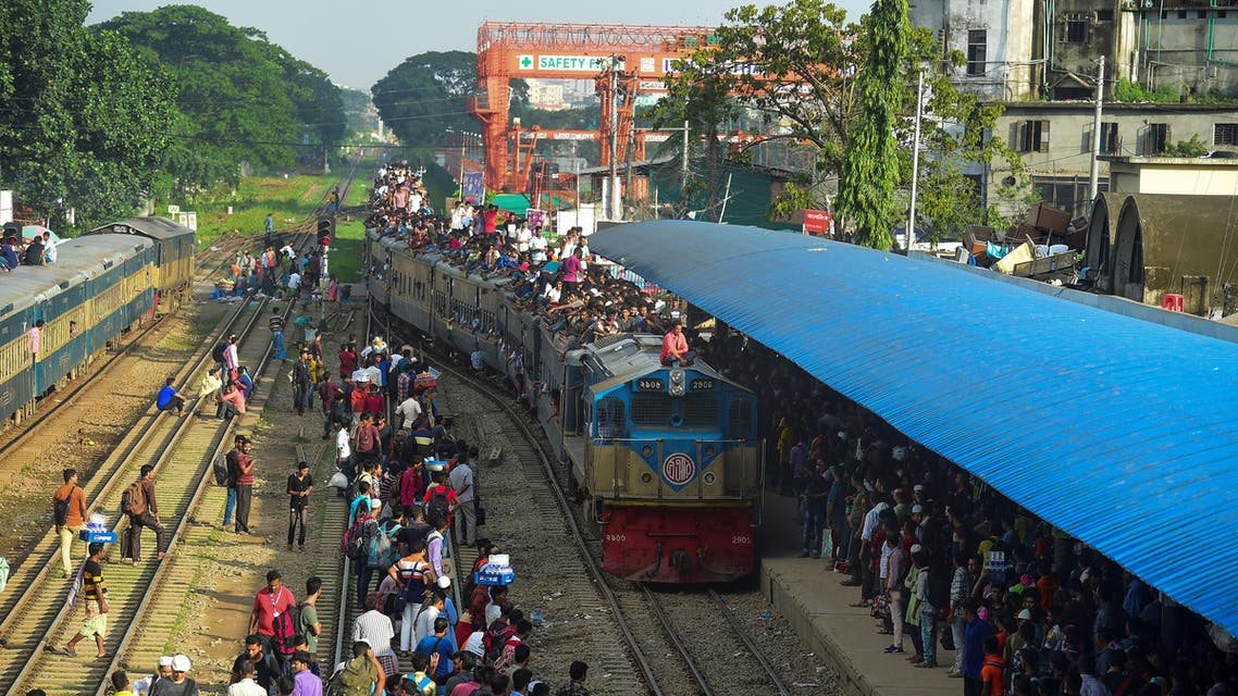 People cram onto a train to travel back home to be with their families ahead of the Muslim festival of Eid al-Adha, in Dhaka on August 9, 2019. (AFP)
