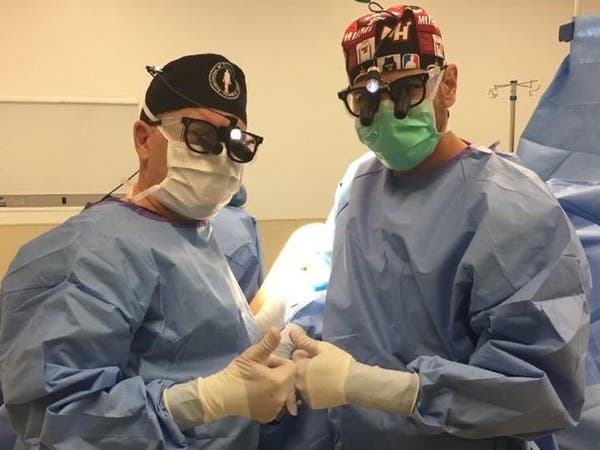 قصة طبيب سعودي درب معلمه الأميركي في جراحة الأعصاب الطرفية