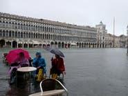 صور من البندقية.. مياه المدينة العائمة تفيض وتغرق الشوارع