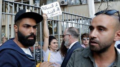 محتجو لبنان يطوقون العدل وعون يبشر بحكومة قريباً