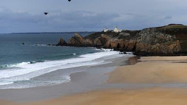 موجات المد والجزر تجلب طناً من المخدرات على شواطئ فرنسا