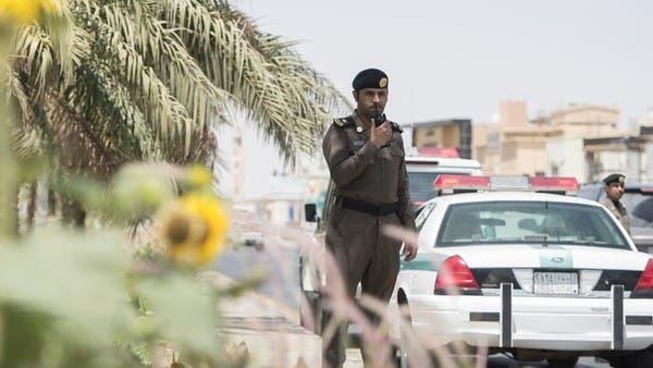 القبض على رجل وفتاة هددا العامة بسلاح ناري في الطائف