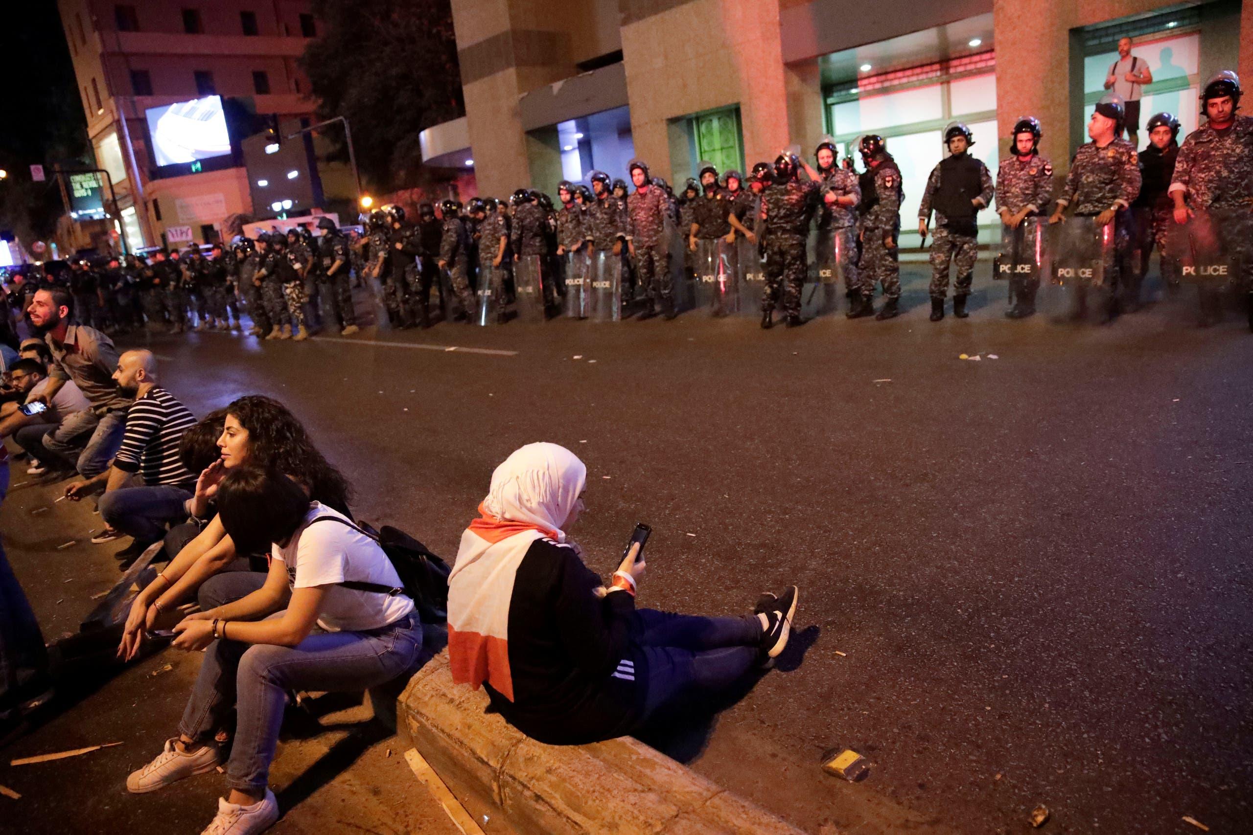 من مظاهرات لبنان فجر الأربعاء،  رويترز