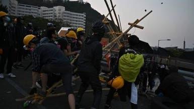 شلل في هونغ كونغ.. متاريس الطلبة أمام الشرطة