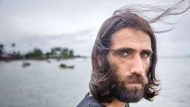 """لاجئ إيراني يحتفل بـ""""الحرية"""" بعد 6 سنوات احتجاز في أستراليا"""