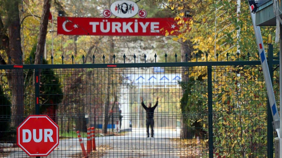 الداعشي الأميركي العالق على الحدود بين اليونان وتركيا