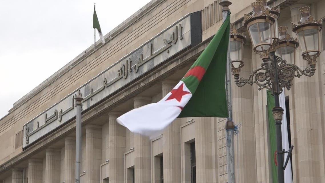 البرلمان الجزائري يصادق على مشروع قانون المحروقات الجديد