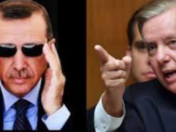 شاهد لماذا وبخ سيناتور أميركي أردوغان في اجتماع مغلق