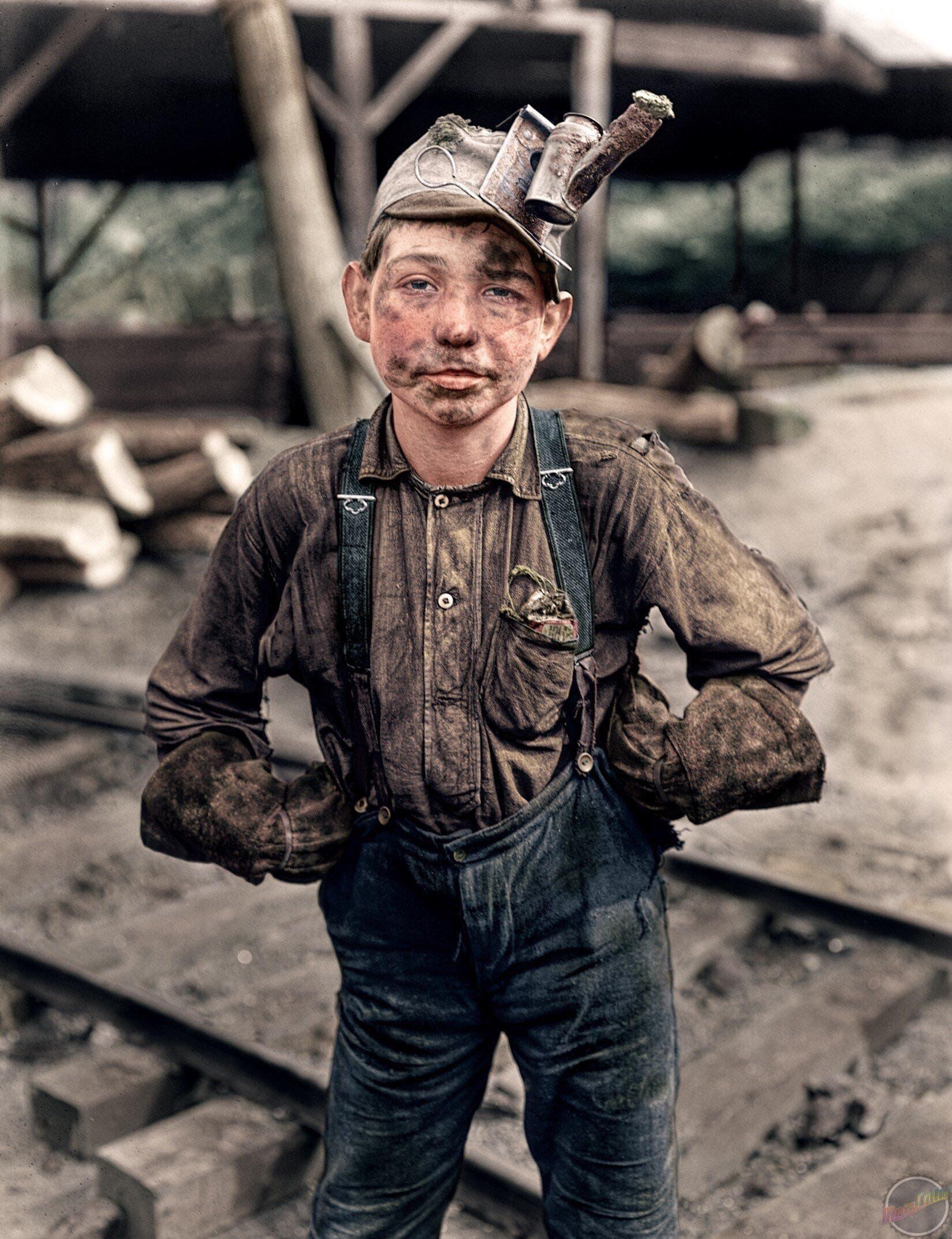صورة ملونة اعتماداً على التقنيات الحديثة لأحد أطفال المناجم