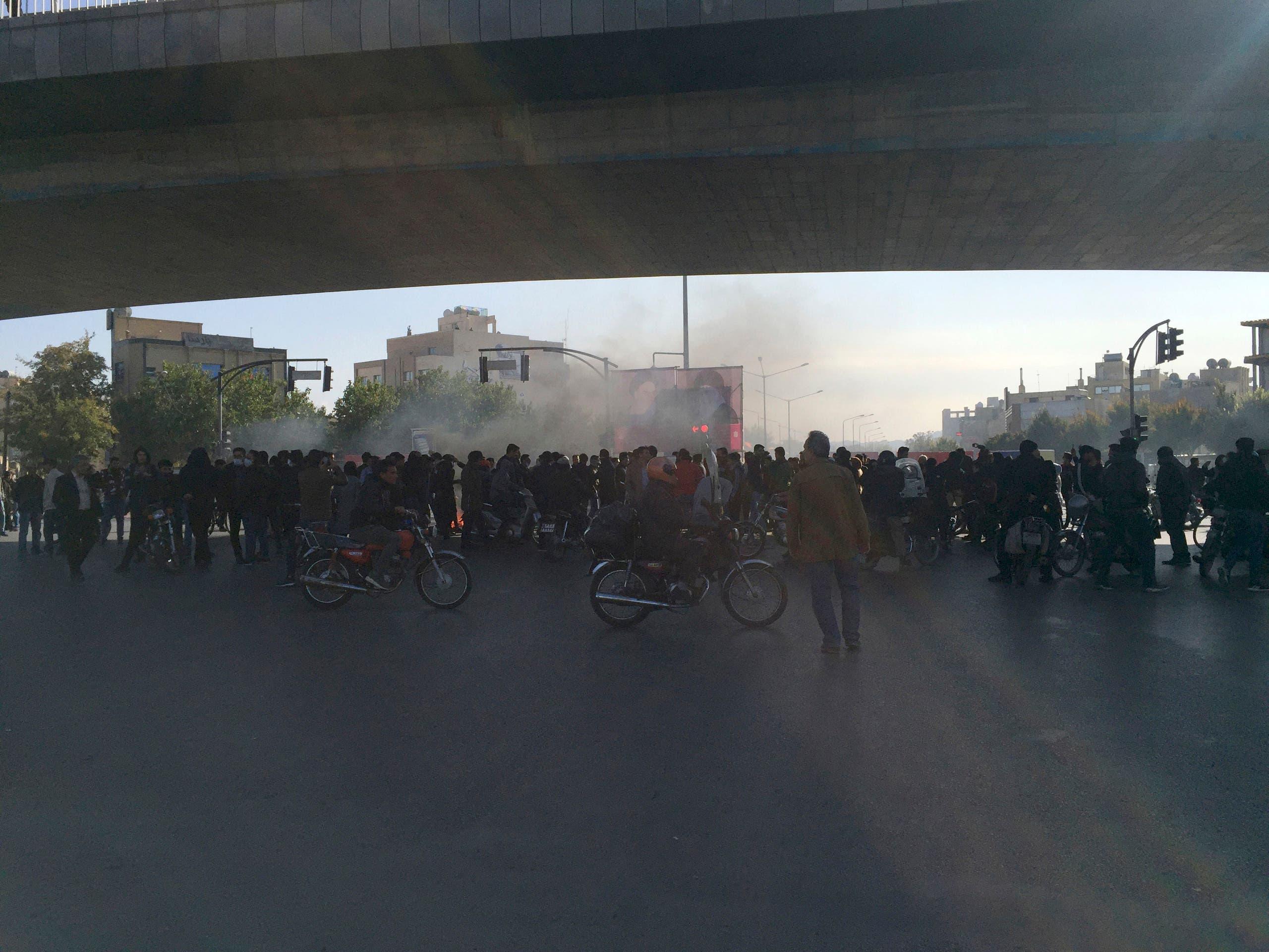 احتجاجات إيران 16 نوفمبر (اسوشيتد برس)