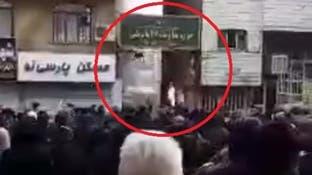 آتش زدن یک مرکز بسیج توسط معترضان در تهران