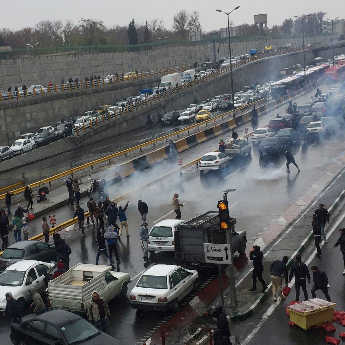 مدن إيران تنتفض.. اجتماع طارئ بحضور السلطات الثلاث