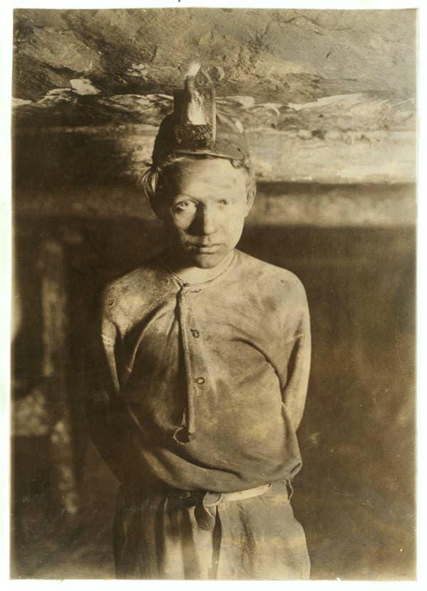 صورة التقطت سنة 1908 لطفل يبلغ من العمر 10 سنوات داخل منجم بفرجينيا
