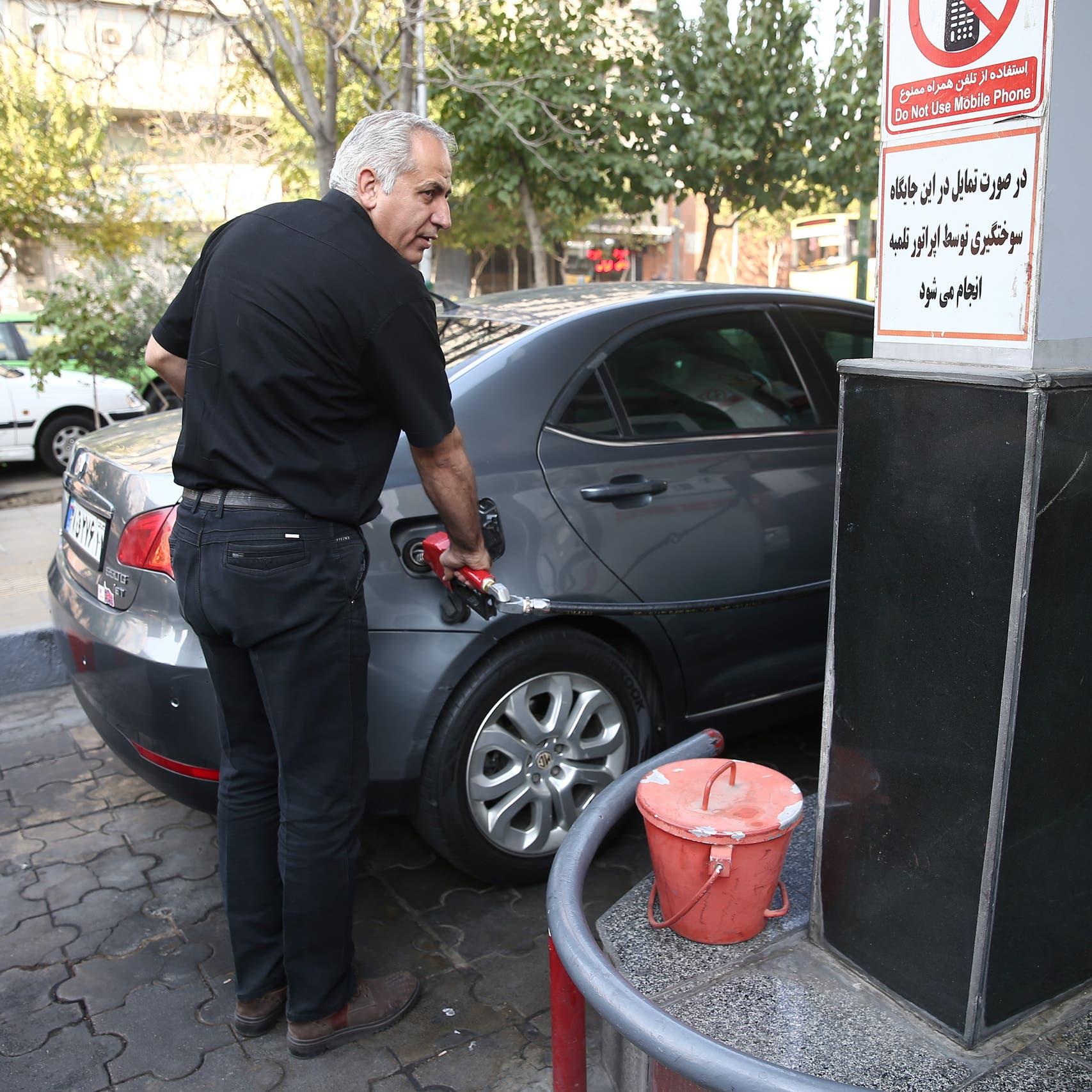 البنزين.. القشة التي أشعلت الغضب مع تهاوي اقتصاد إيران