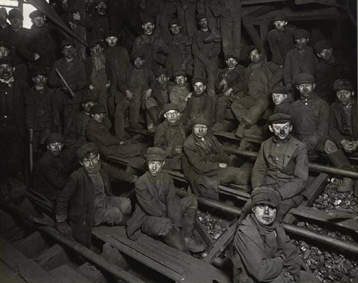 عدد من أطفال المناجم عام 1911