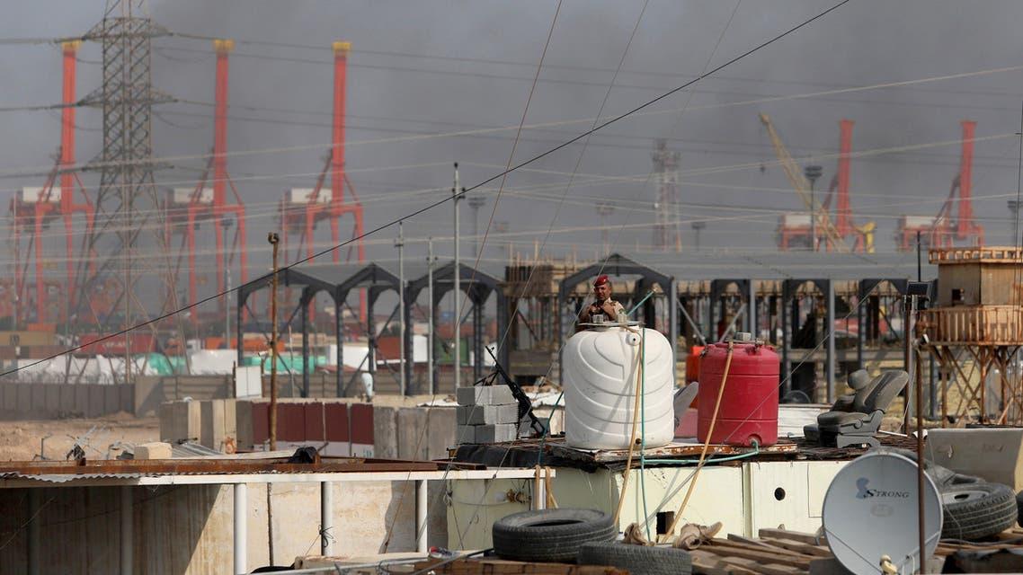 جندي عراقي في ميناء أم قصر
