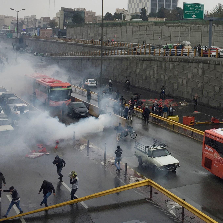 25 قتيلاً باحتجاجات إيران.. والأمن يستخدم الرصاص الحي
