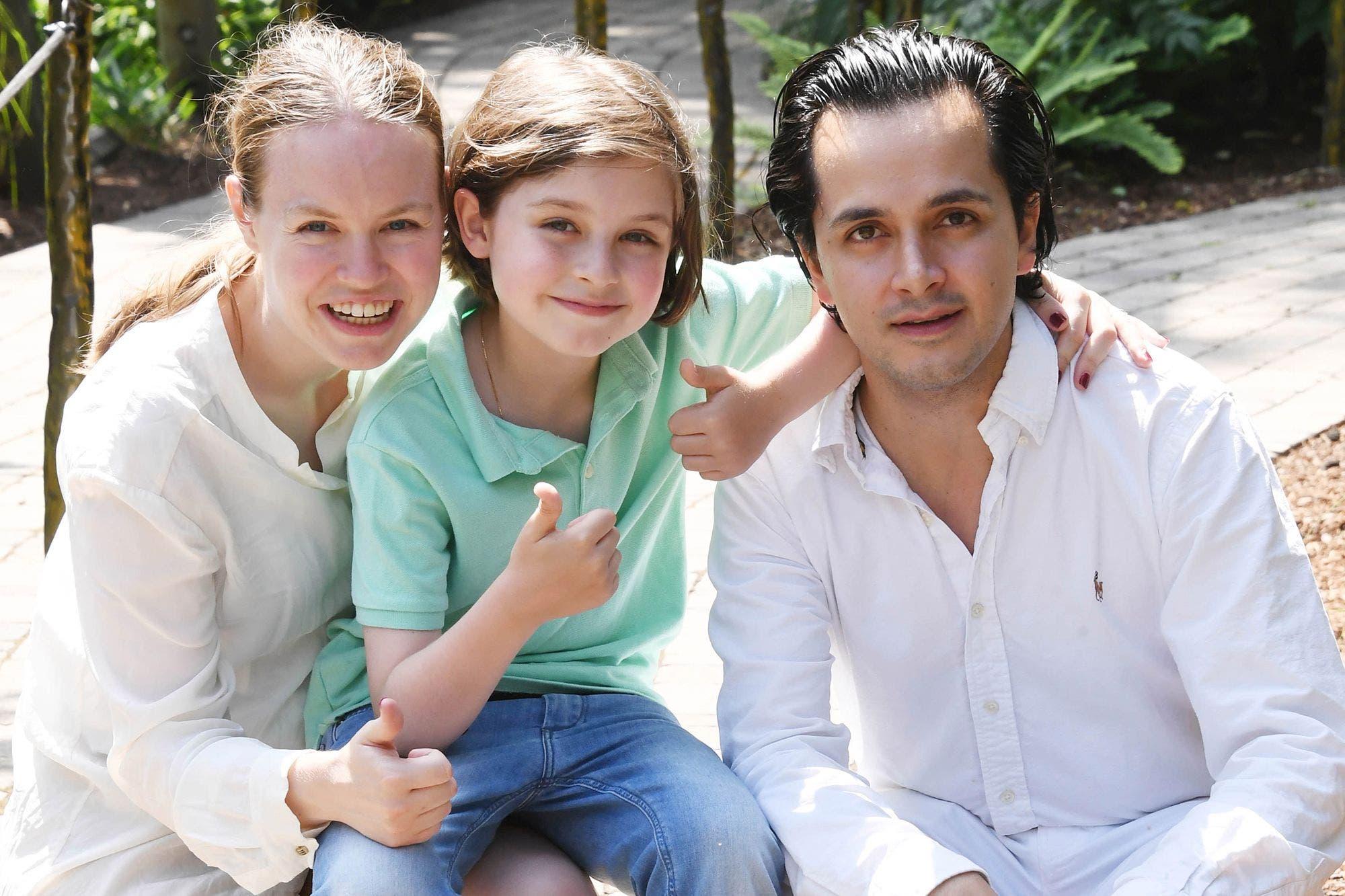 لوران سيمونز مع والديه
