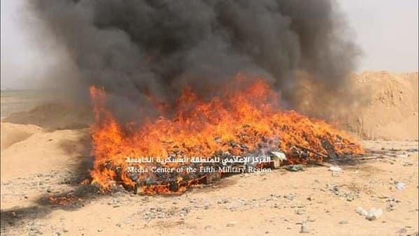 فيديو.. إتلاف طن ونصف من الحشيش كانت في طريقها للحوثيين