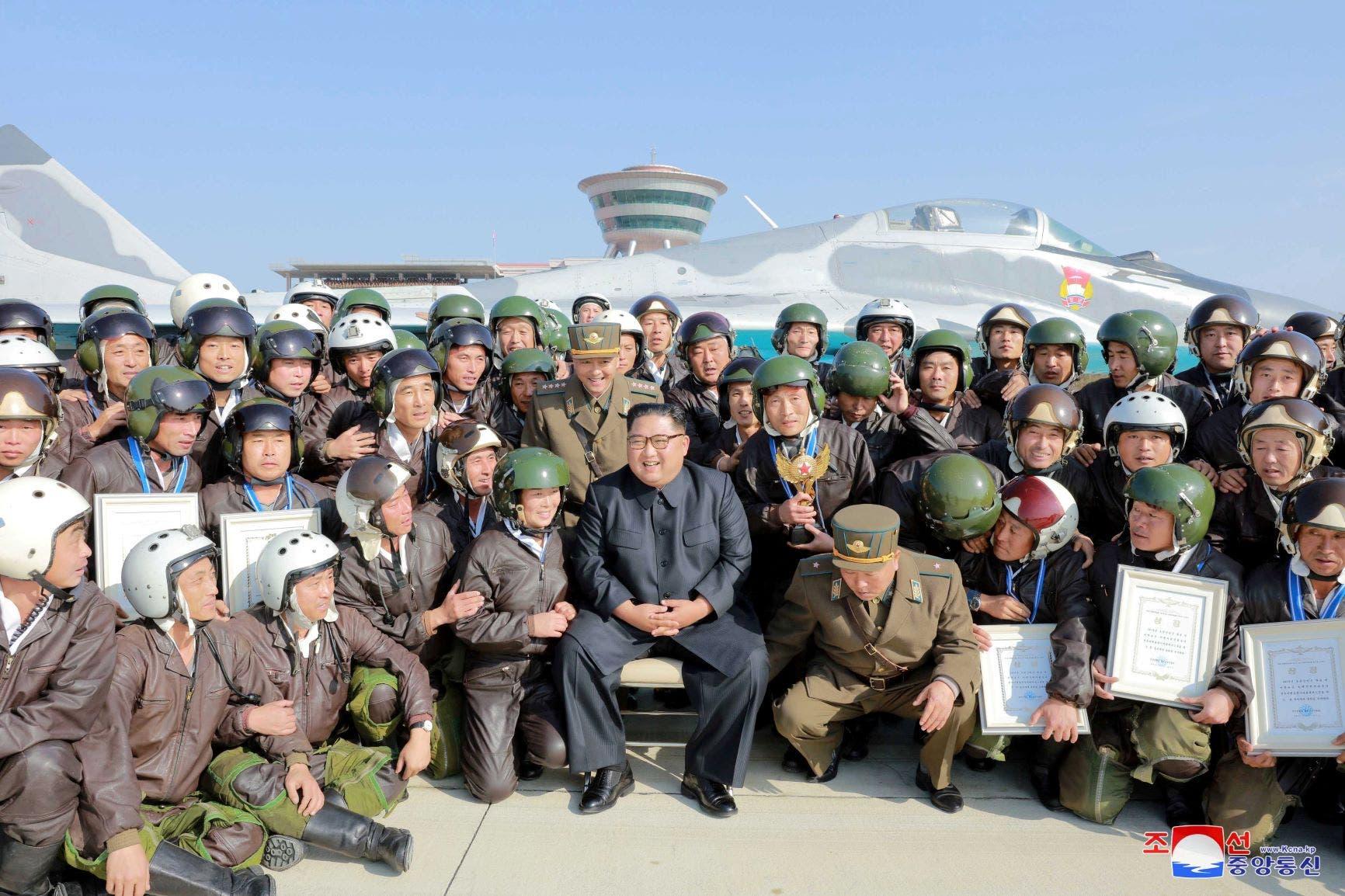 كيم مع القوات الجوية (رويترز)