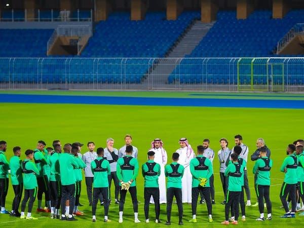 عبدالعزيز الفيصل يزور تدريبات المنتخب السعودي