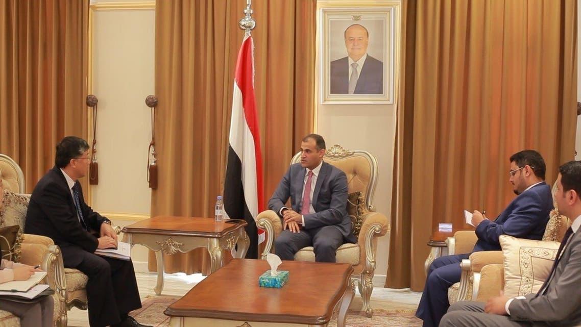 وزير الخارجية اليمني اثناء لقائه السفير الكوري