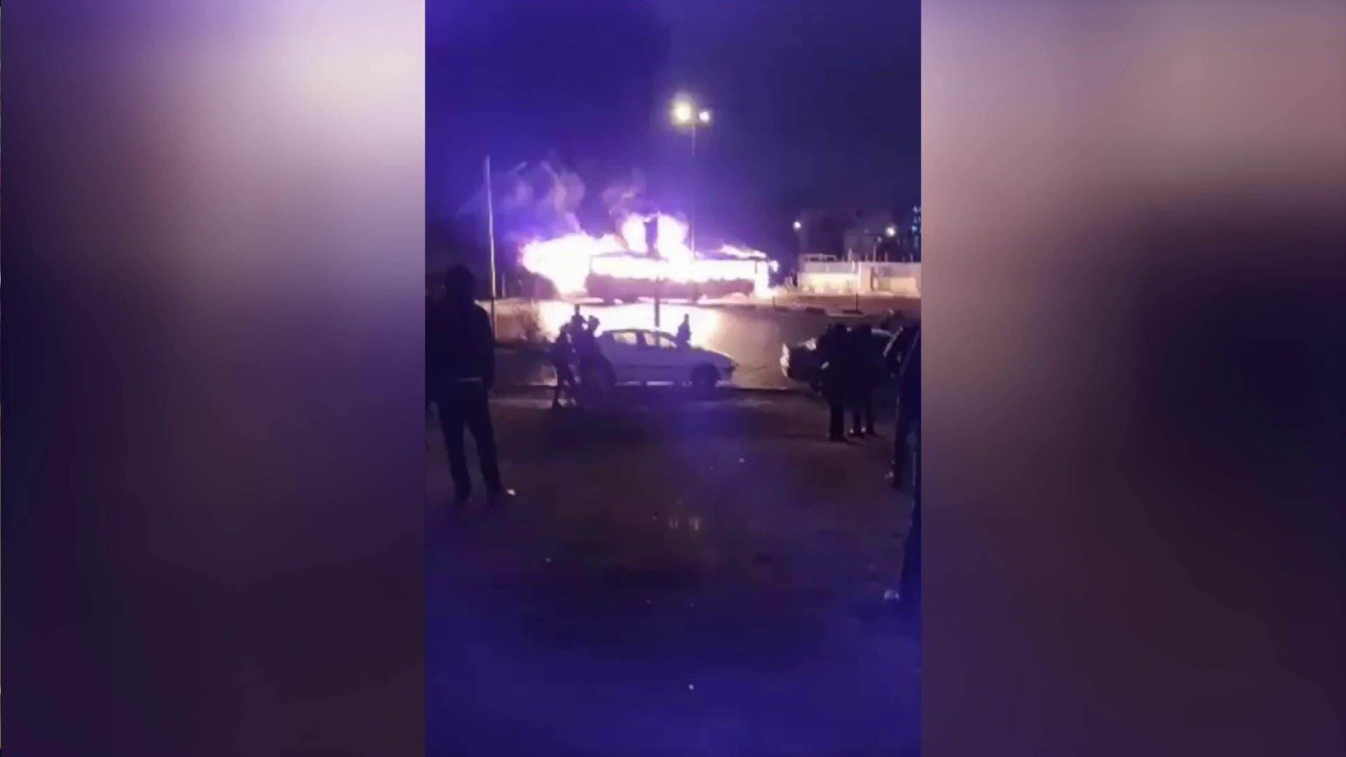 إحراق حافلة في وسط طهران
