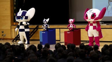 روبوتان يحملان شعار أولمبياد 2020 يدهشان تلامذة بطوكيو