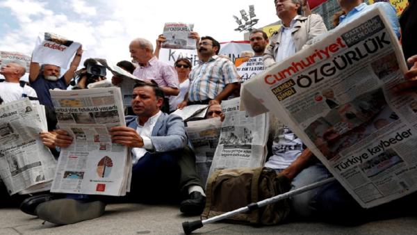 تقرير يصف تركيا بعاصمة ما يلحق بالصحافيين من انتهاكات