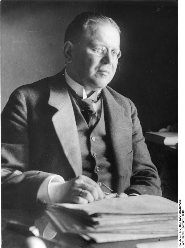 صورة للمبعوث الألماني للمفاوضات ماتياس أرزبرغر