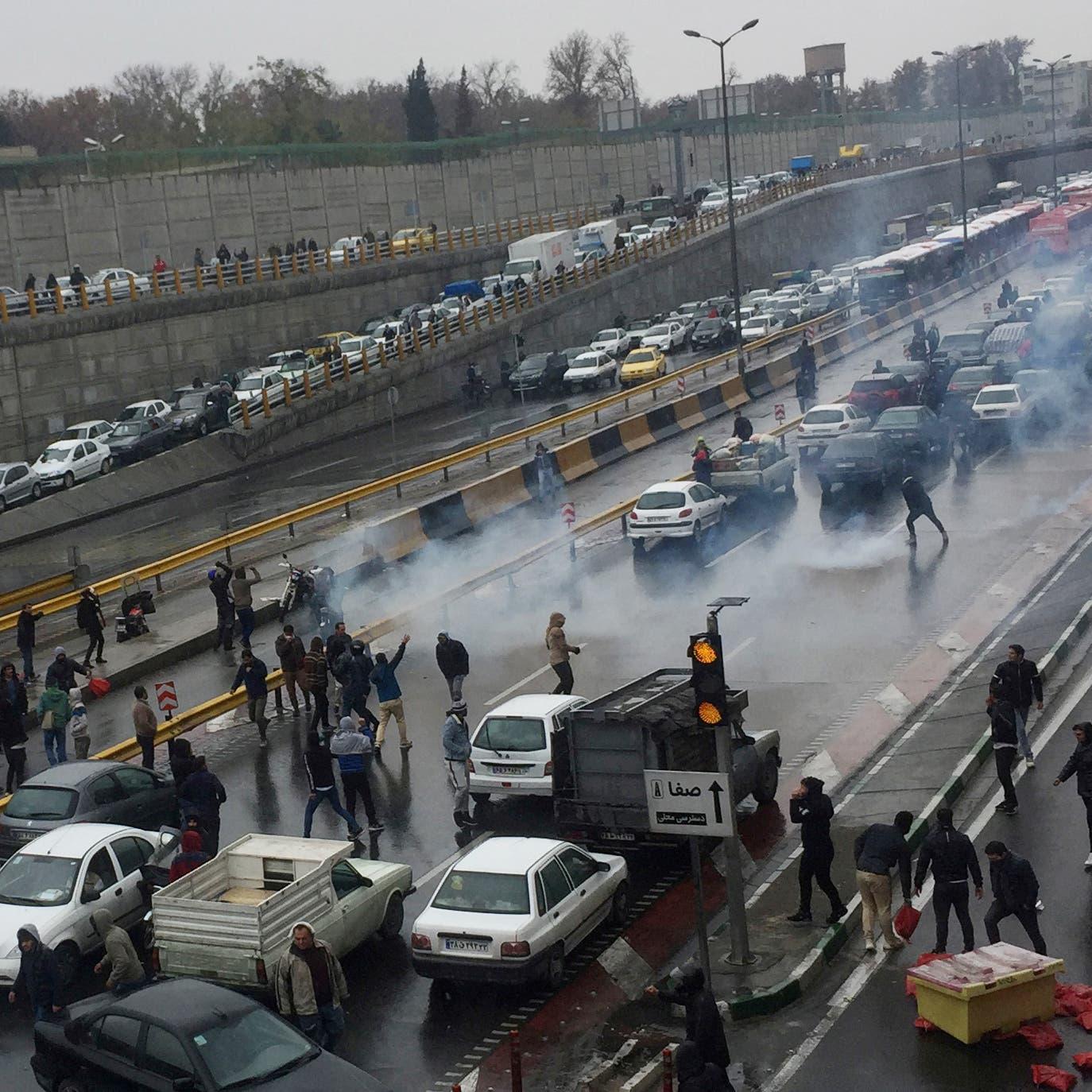 150 قتيلا في احتجاجات إيران.. وجثث تنقل ببرادات اللحوم